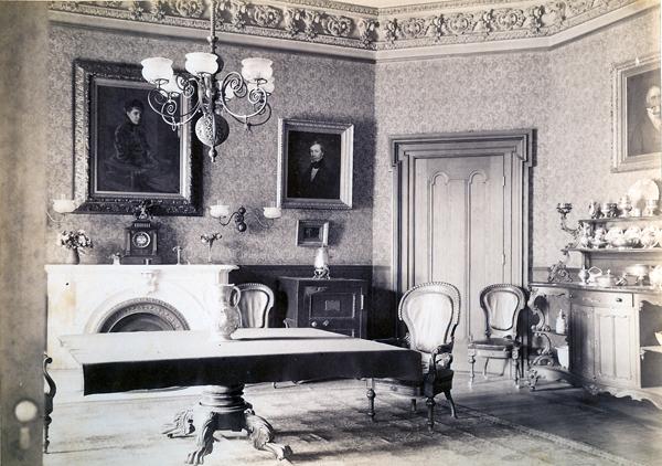dining-room-before-lincrusta